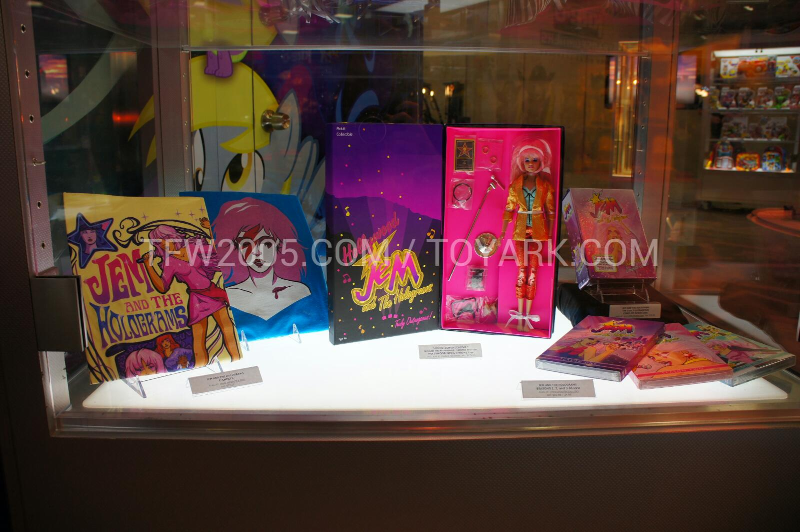 [IMG]http://www.toyark.com/news/attach/1/9/9/9/SDCC-2012-Jem-Display-005_1342042694.jpg[/IMG]