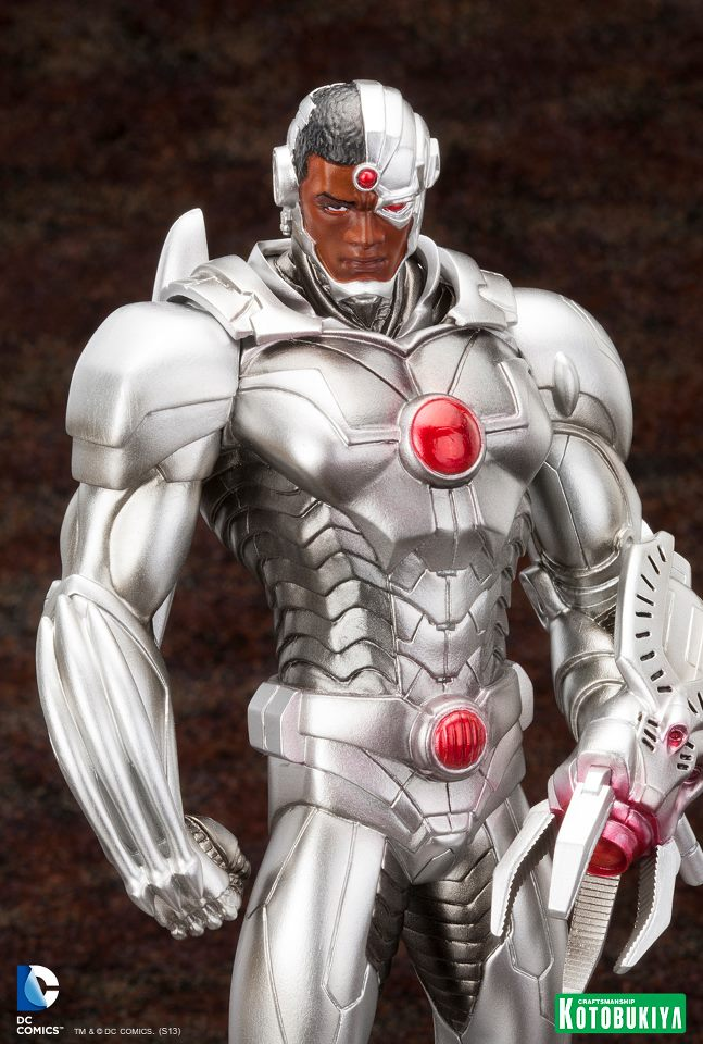 Justice-League-Cyborg-New-52-ARTFX-Statue-5