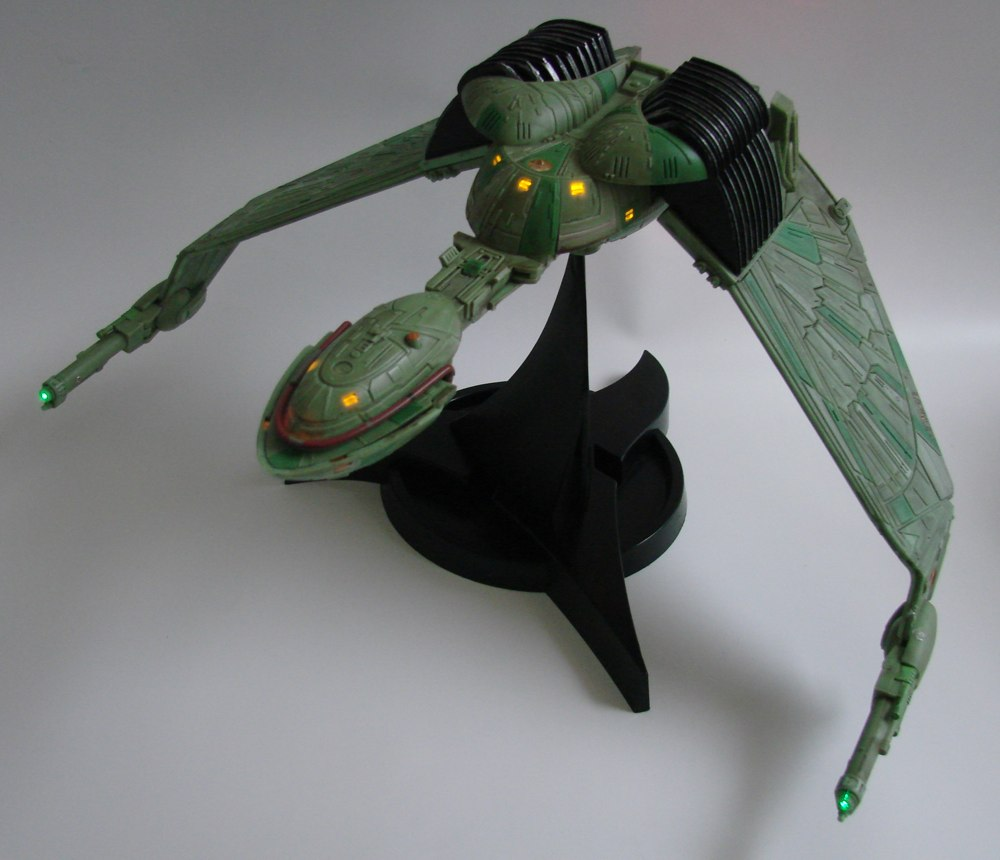 Star-Trek-Klingon-Bird-of-Prey-Electronic-Ship-2