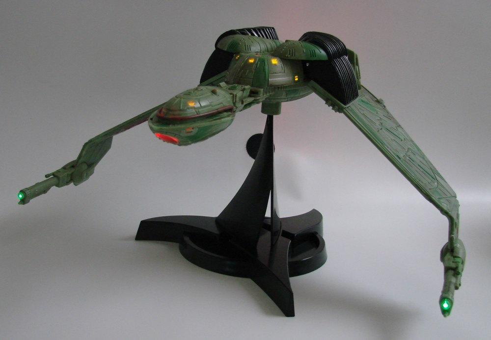 Star-Trek-Klingon-Bird-of-Prey-Electronic-Ship-3
