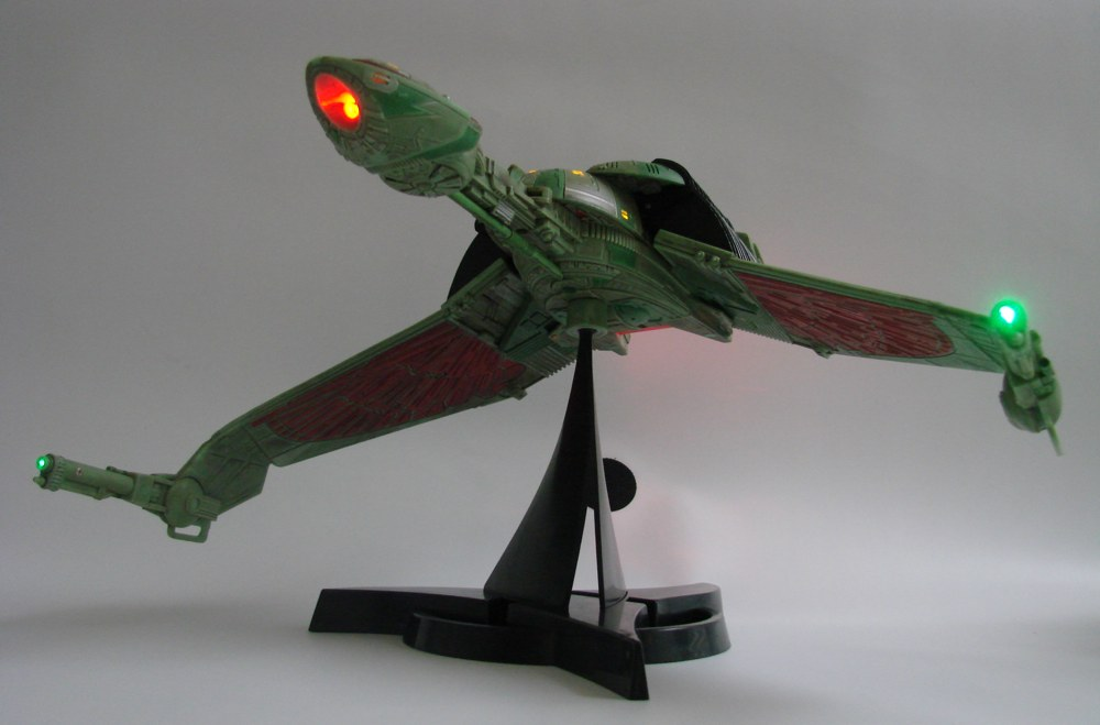 Star-Trek-Klingon-Bird-of-Prey-Electronic-Ship-4