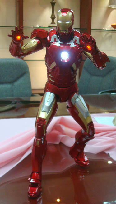 NECA - IRON MAN MARK VII 1/4 NECA-Quarter-Scale-Iron-Man-1