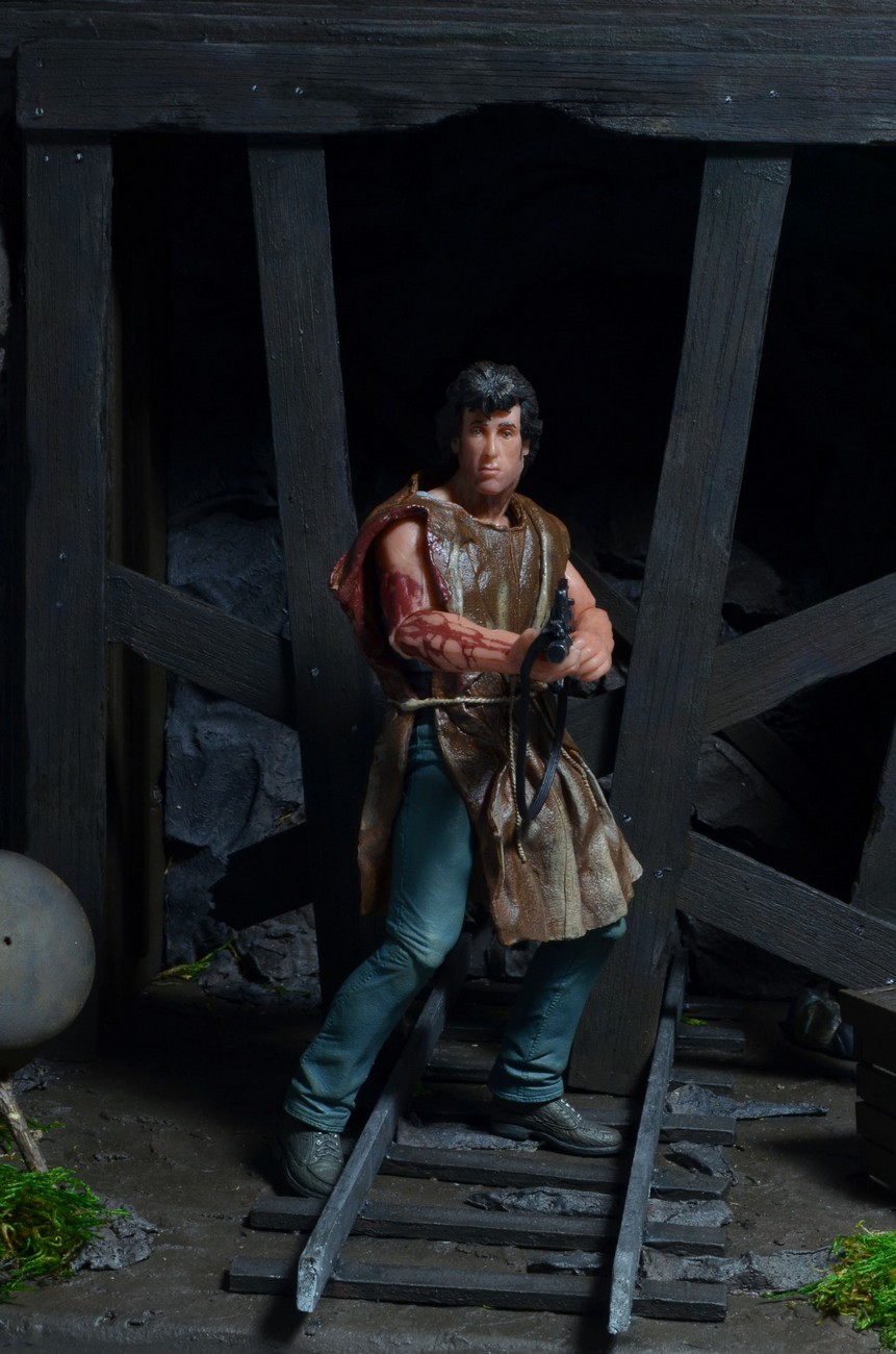 "[NECA] Rambo – 7″ Action Figure – Series 1 ""First Blood"" (Case 6)  - Página 2 Survival-Rambo-NECA-001"