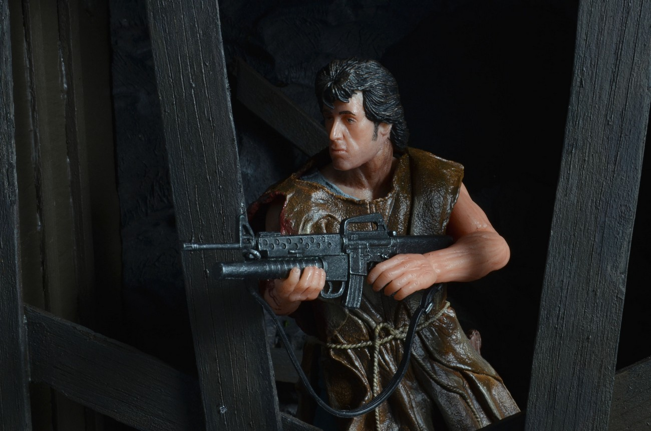"[NECA] Rambo – 7″ Action Figure – Series 1 ""First Blood"" (Case 6)  - Página 2 Survival-Rambo-NECA-007"