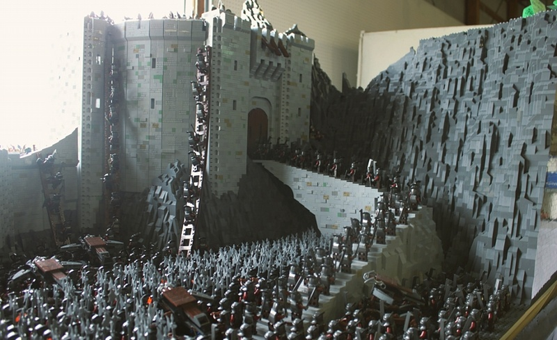 helms deep lego attack LOTR set