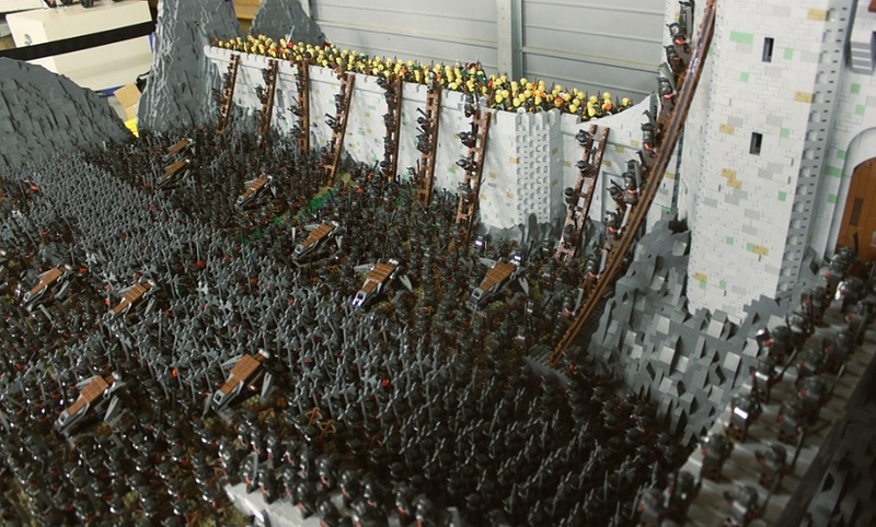 Lego lord of the rings helm 39 s deep 150 000 bricks the for Epic deep house