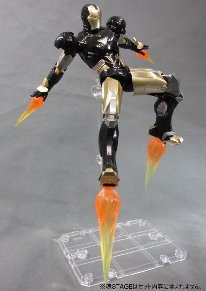 SH Figuarts Iron Man Mark VI Black And Gold 004