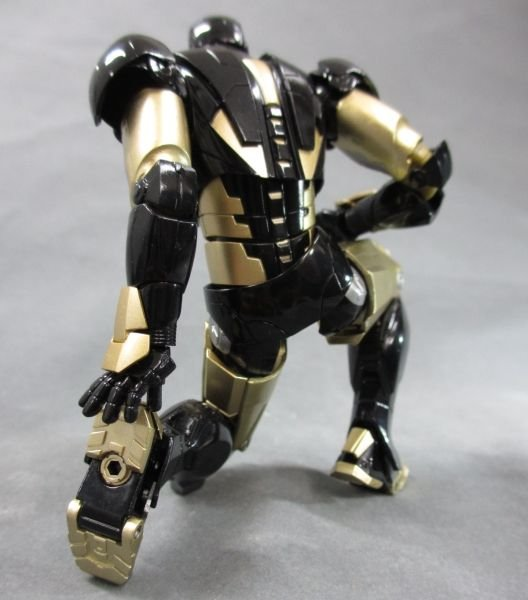 SH Figuarts Iron Man Mark VI Black And Gold 007