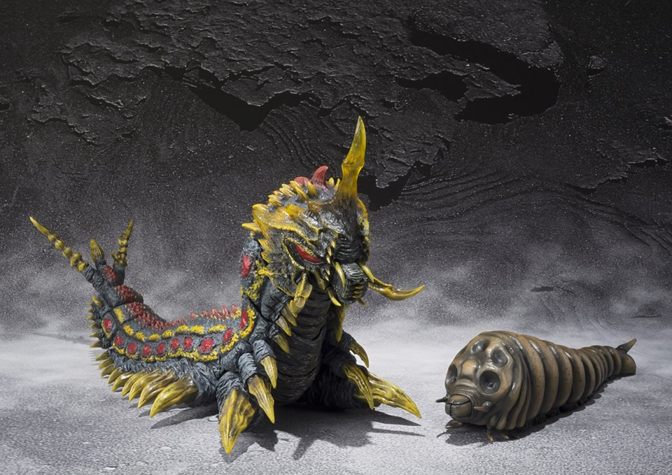 SH Monsterarts Battra and Mothra Larvae 001