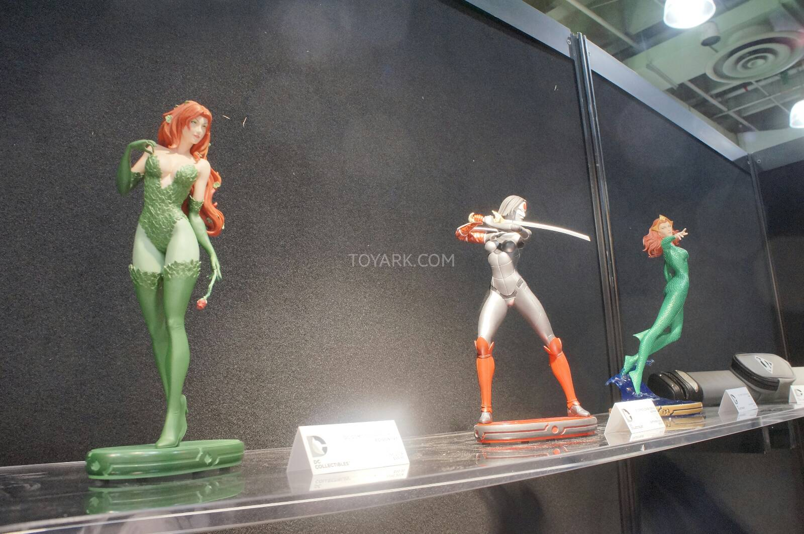 [Toy Fair 2014] DC Collectibles Toy-Fair-2014-DC-Collectibles-026