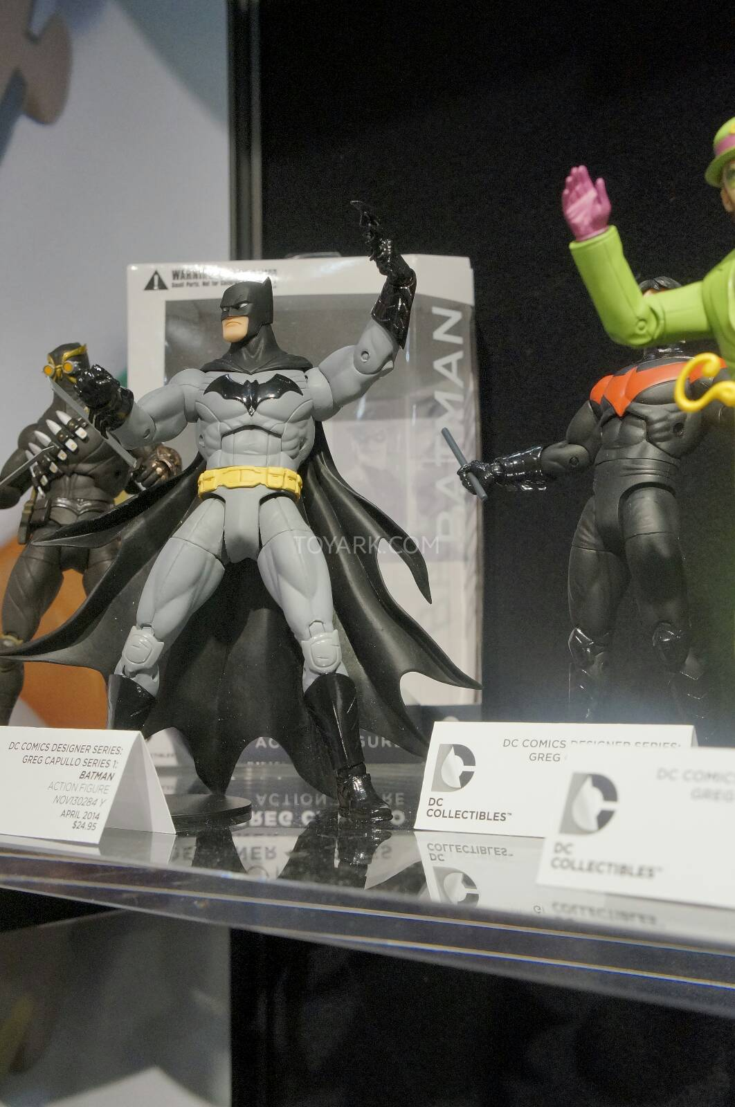 [Toy Fair 2014] DC Collectibles Toy-Fair-2014-DC-Collectibles-094
