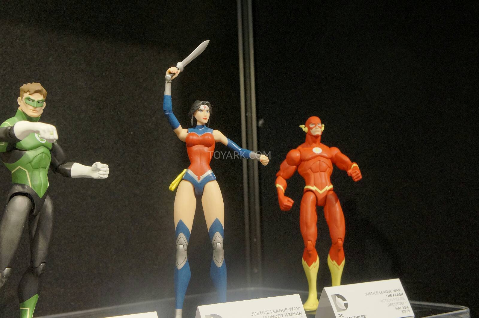 [Toy Fair 2014] DC Collectibles Toy-Fair-2014-DC-Collectibles-133