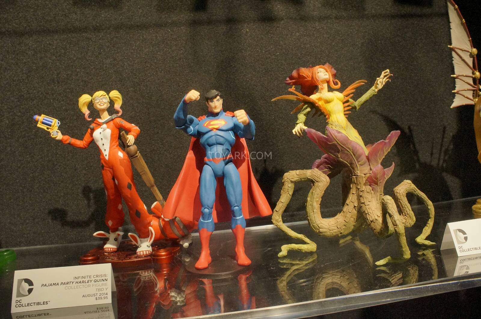 [Toy Fair 2014] DC Collectibles Toy-Fair-2014-DC-Collectibles-134