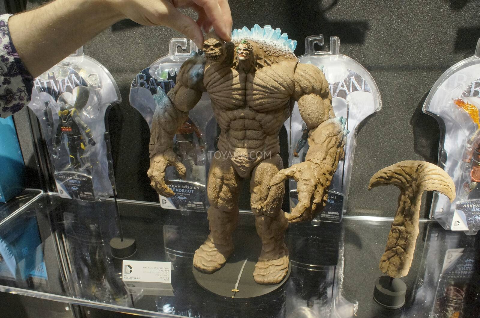 [Toy Fair 2014] DC Collectibles Toy-Fair-2014-DC-Collectibles-156