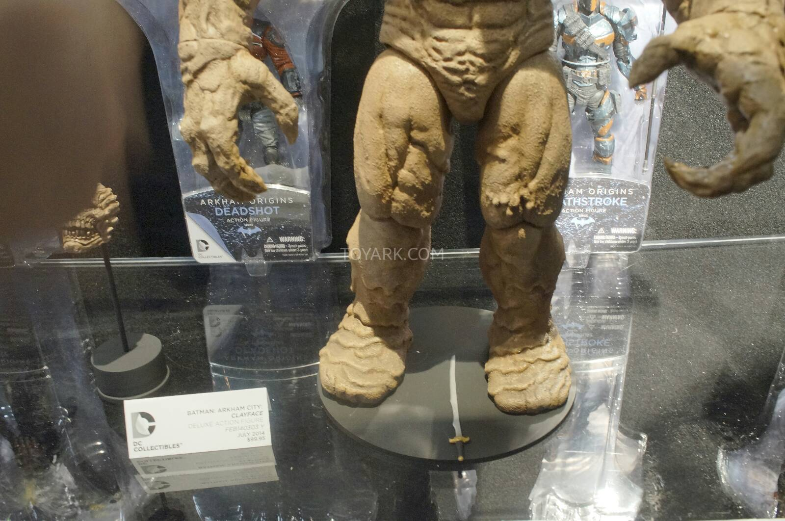 [Toy Fair 2014] DC Collectibles Toy-Fair-2014-DC-Collectibles-158