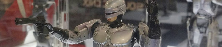 Toy Fair 2014 Square Enix Robocop Play Arts Kai 002