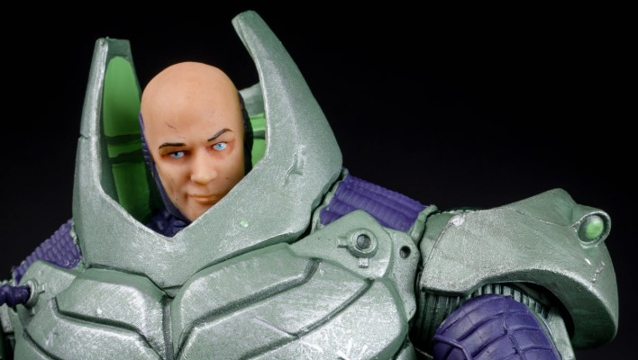 DCC Deluxe Armored Lex Luthor In Hand Gallery