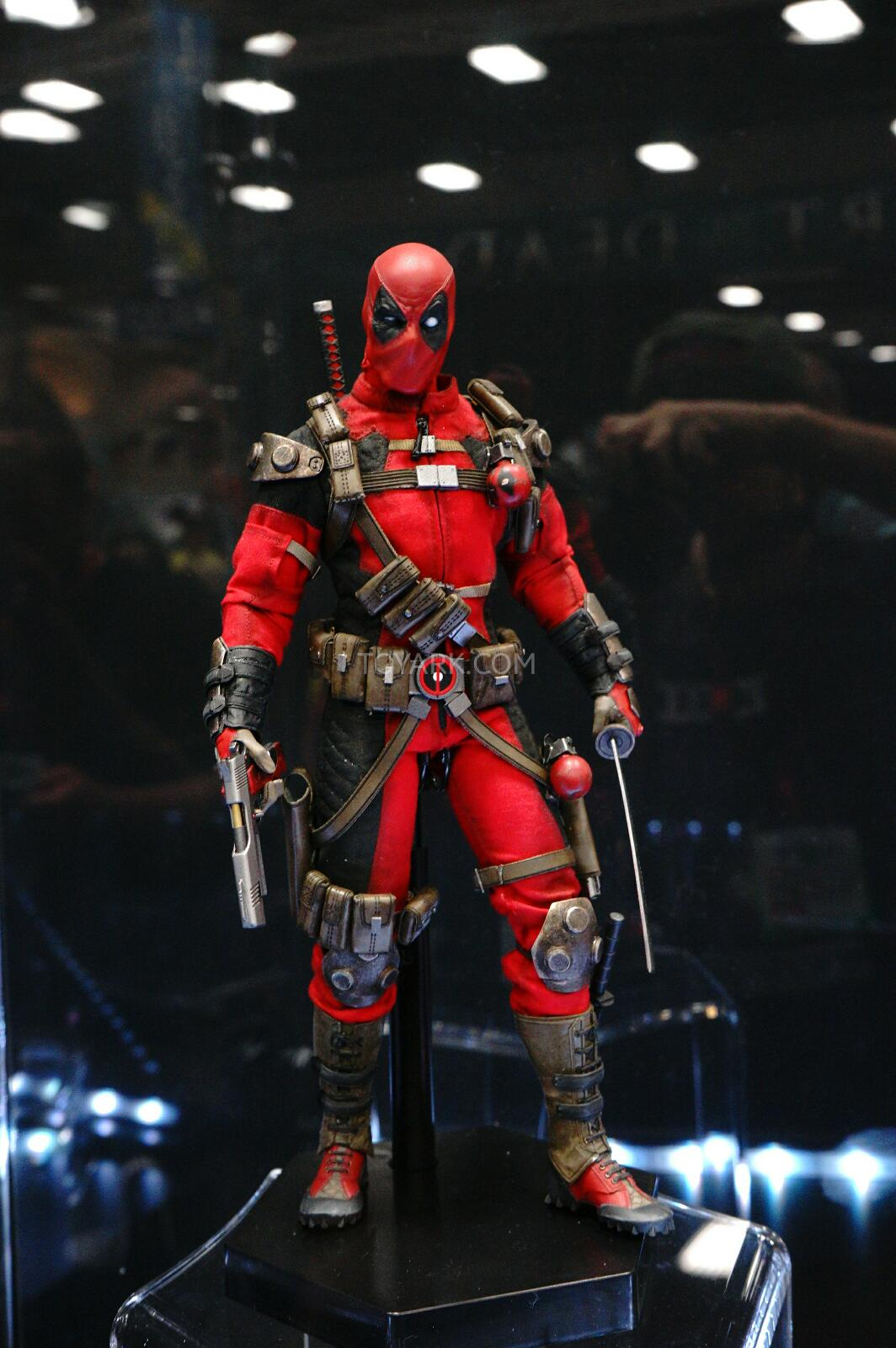 [Sideshow] Marvel Sixth Scale Collection - Deadpool DSC07541