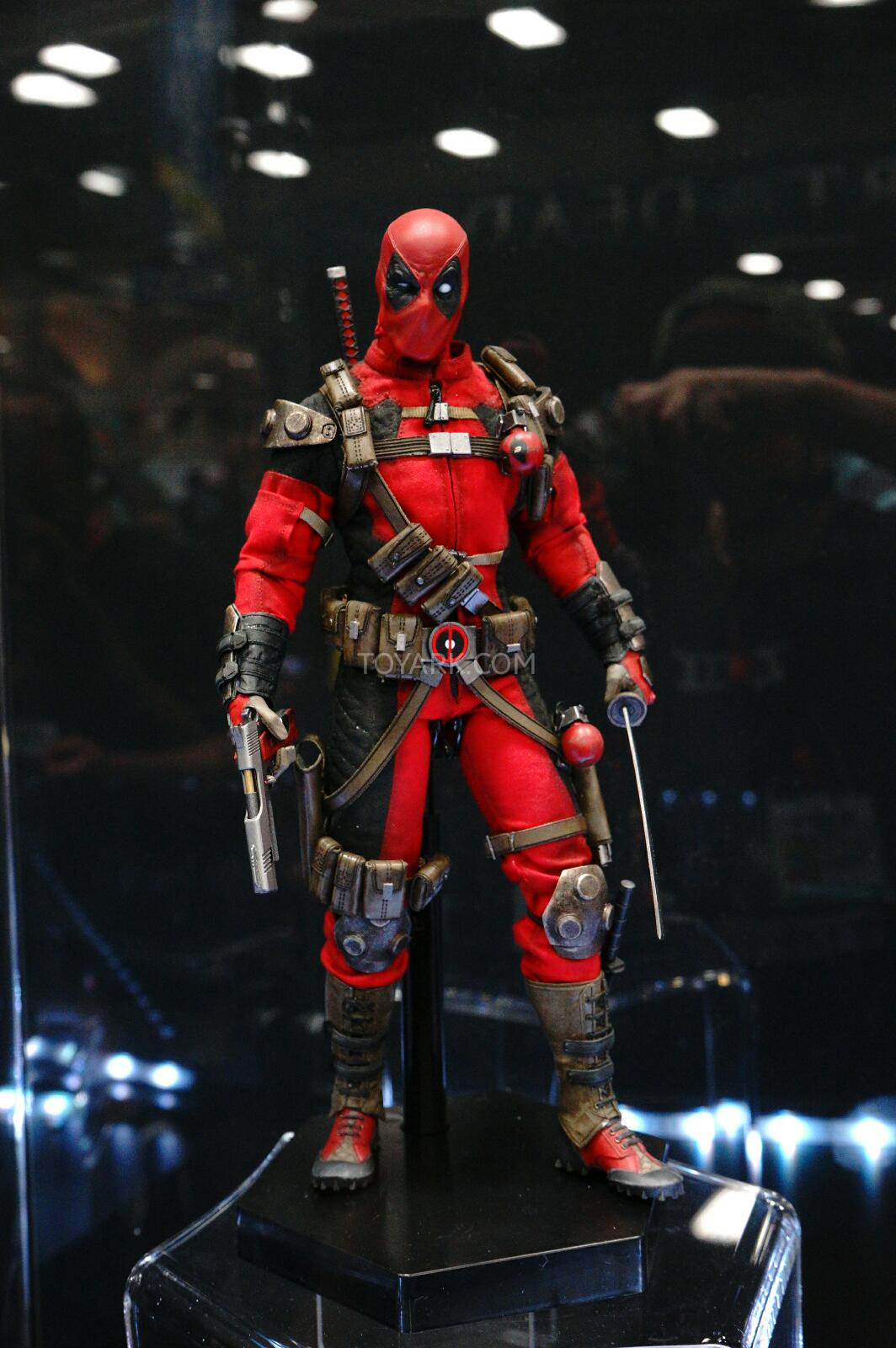 [Sideshow] Marvel Sixth Scale Collection - Deadpool DSC07542