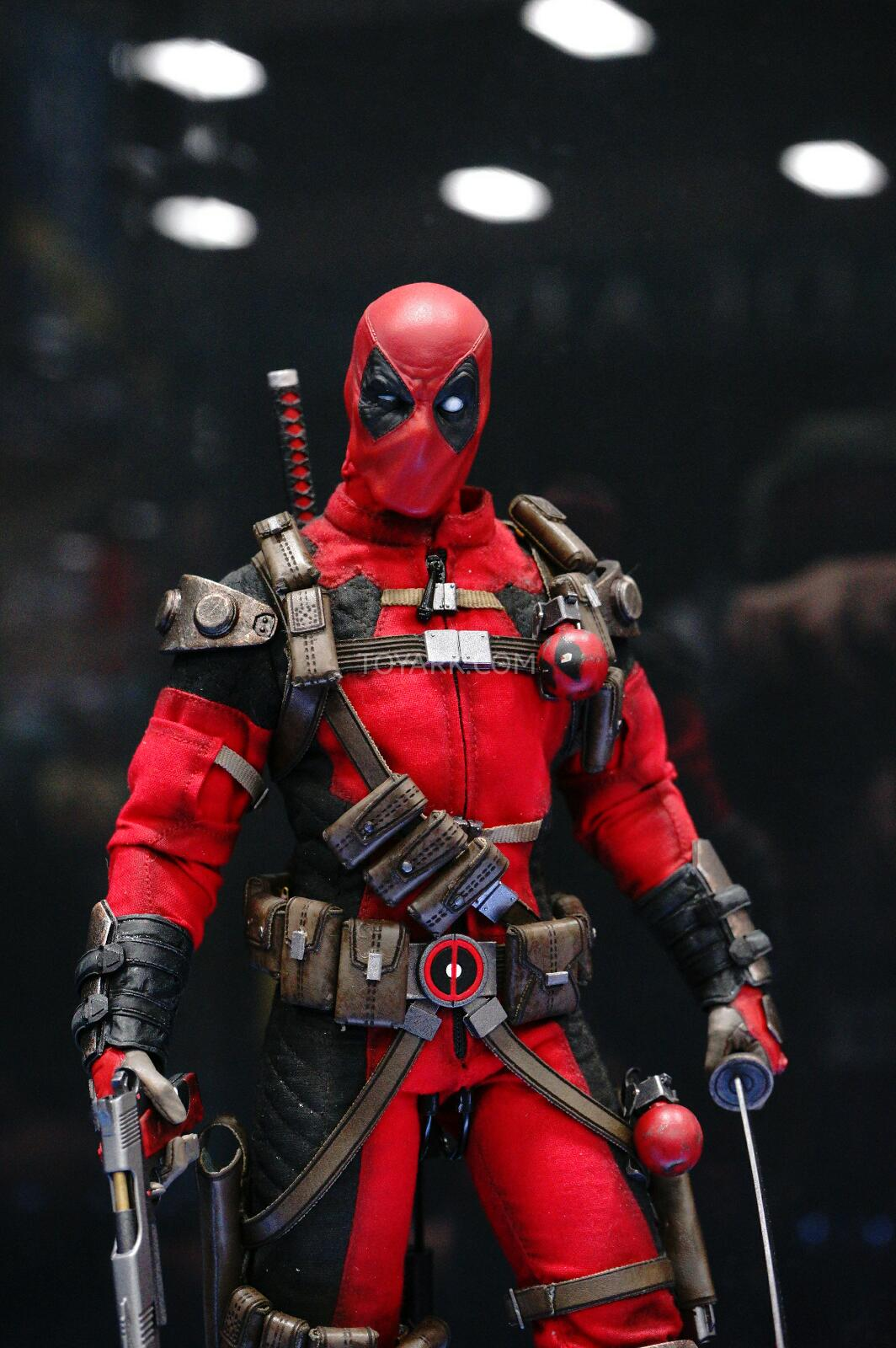 [Sideshow] Marvel Sixth Scale Collection - Deadpool DSC07543
