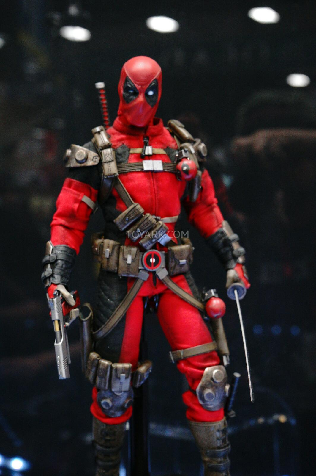 [Sideshow] Marvel Sixth Scale Collection - Deadpool DSC07544