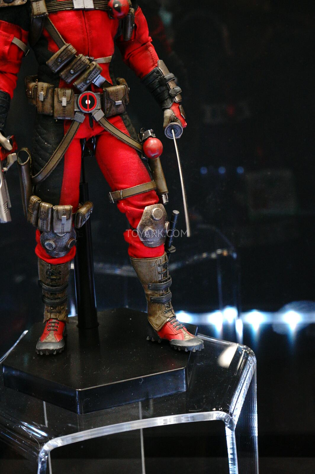 [Sideshow] Marvel Sixth Scale Collection - Deadpool DSC07545