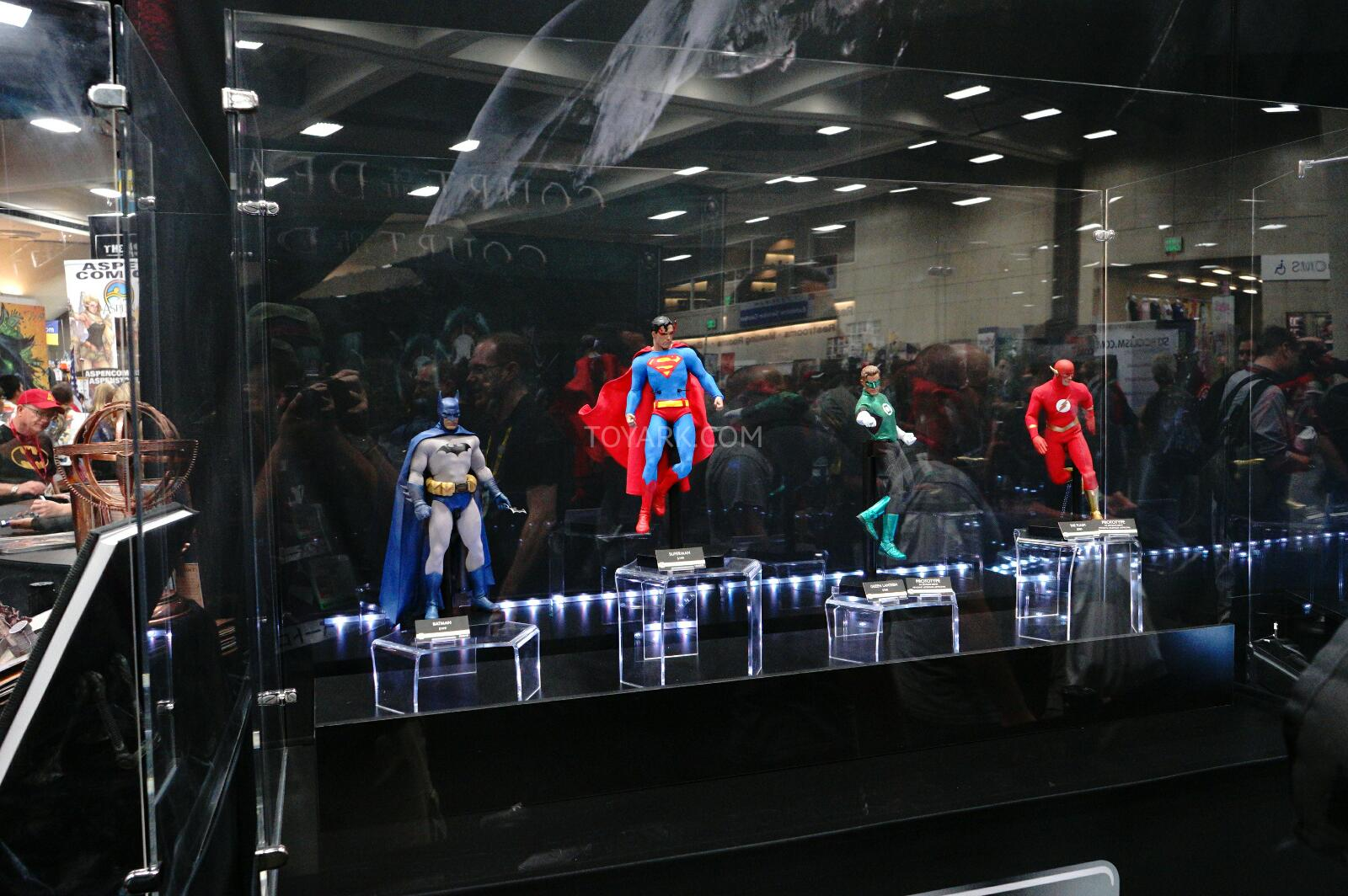 [Sideshow] DC Comics: Superman Sixth Scale - LANÇADO!!! - Página 2 SDCC-2014-Sideshow-DC-Comics-Sixth-Scale-Figures-001