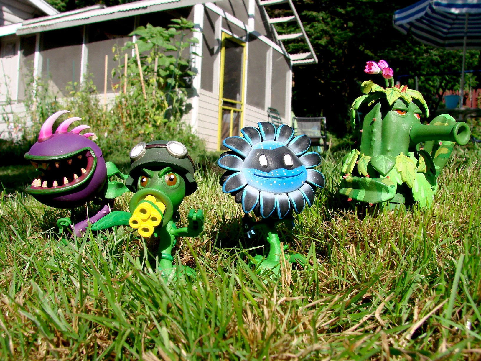 Plants vs zombies garden warfare toys update the toyark - Free plants vs zombies garden warfare ...