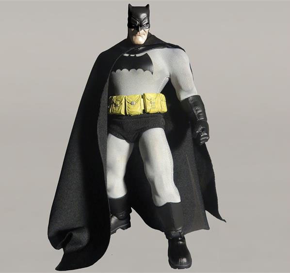 DC Comics Designer Series: Batman by Andy Kubert Mezco-Dark-Knight-Returns-Batman-001