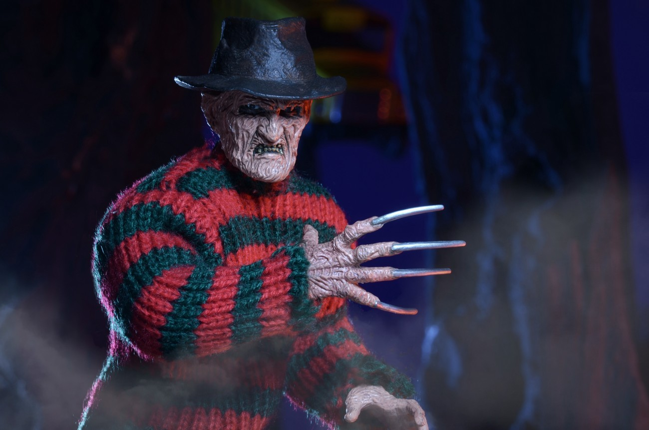 http://news.toyark.com/wp-content/uploads/sites/4/2015/01/ANOES-2-Retro-Freddy-Krueger-by-NECA-006.jpg