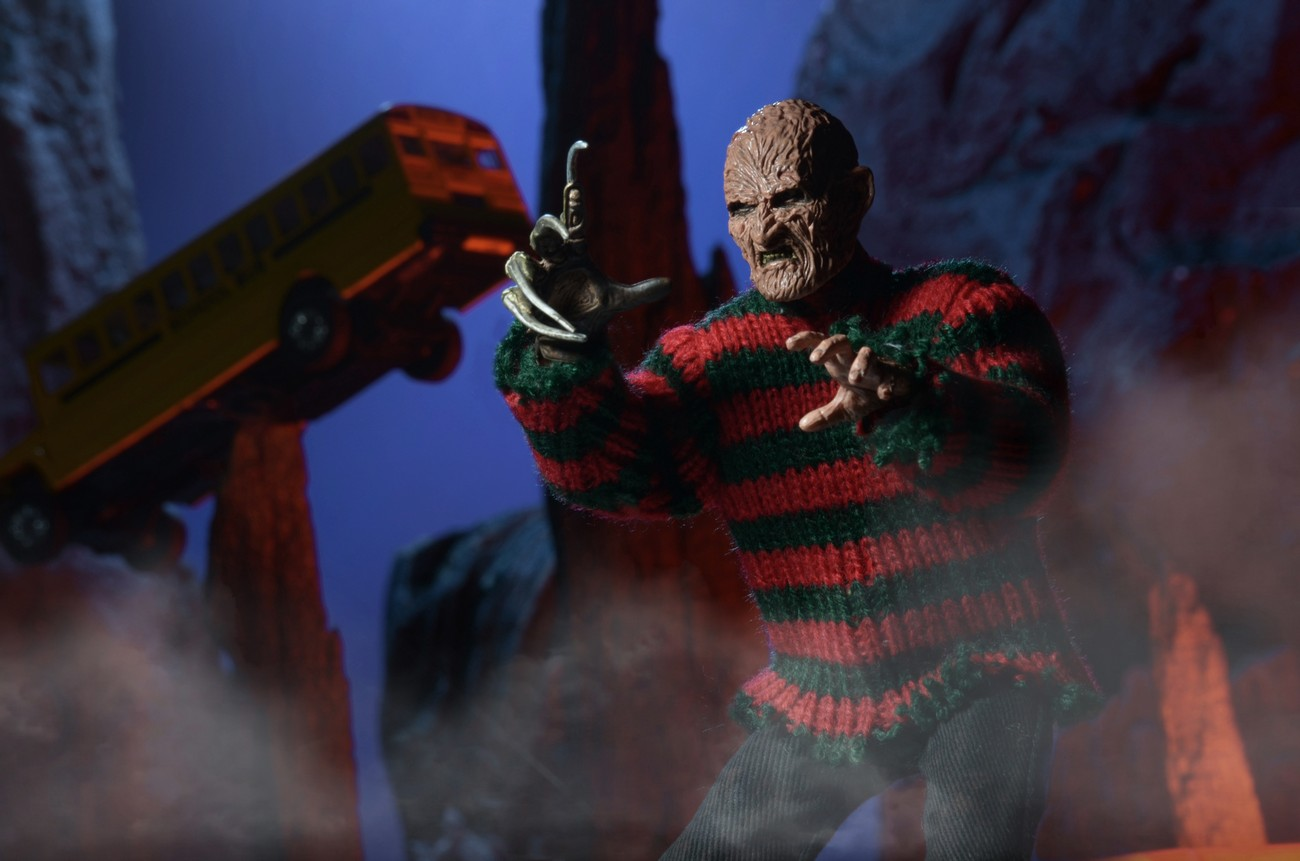 http://news.toyark.com/wp-content/uploads/sites/4/2015/01/ANOES-2-Retro-Freddy-Krueger-by-NECA-010.jpg