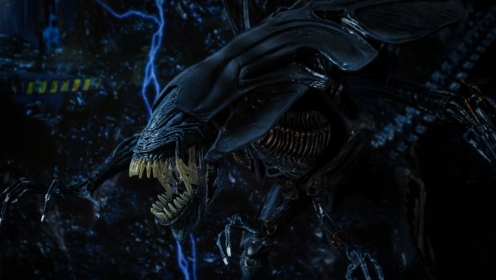 NECA Alien Queen - Toyark Photo Shoot