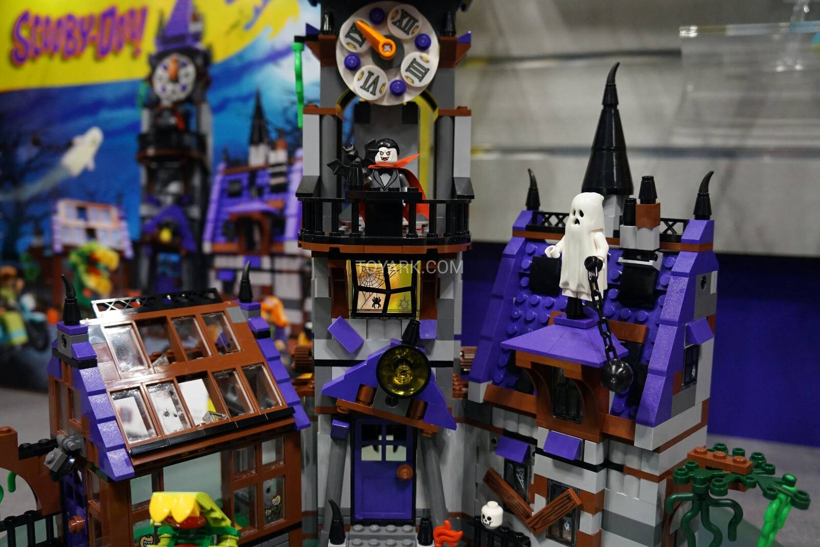 Toy-Fair-2015-LEGO-Scooby-013.jpg
