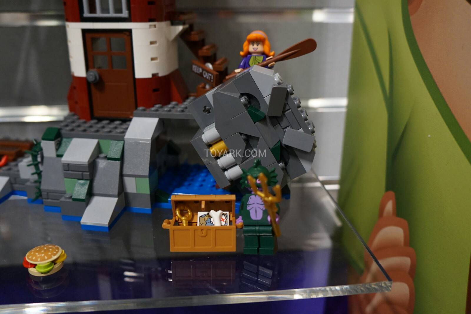 Toy-Fair-2015-LEGO-Scooby-016.jpg