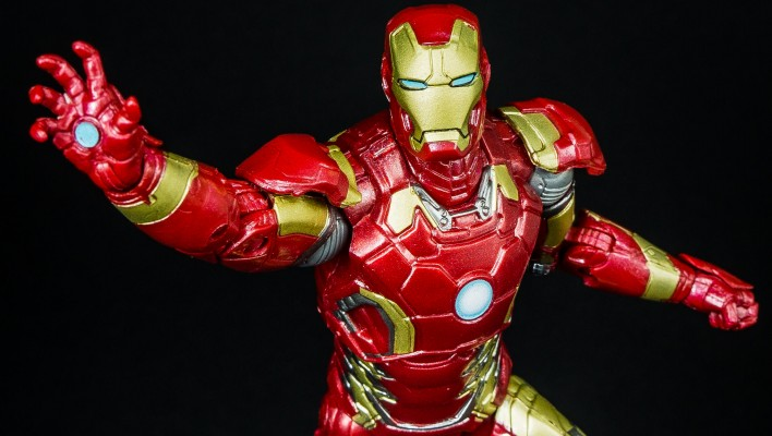 Marvel Legends Iron Man Mark 43 Age of Ultron Photo Shoot