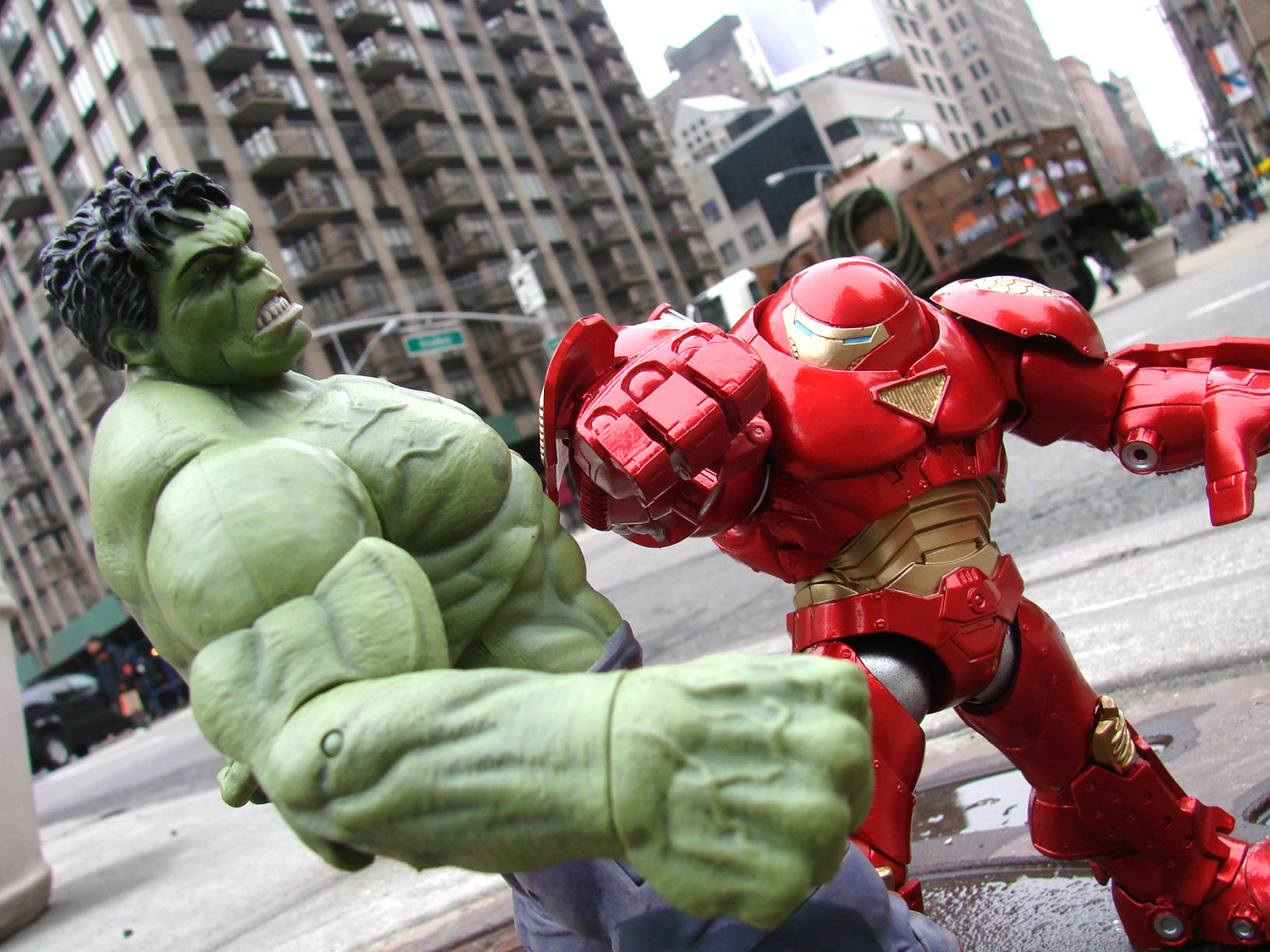 Marvel Select Hulkbuster Exclusive Announced - The Toyark ...