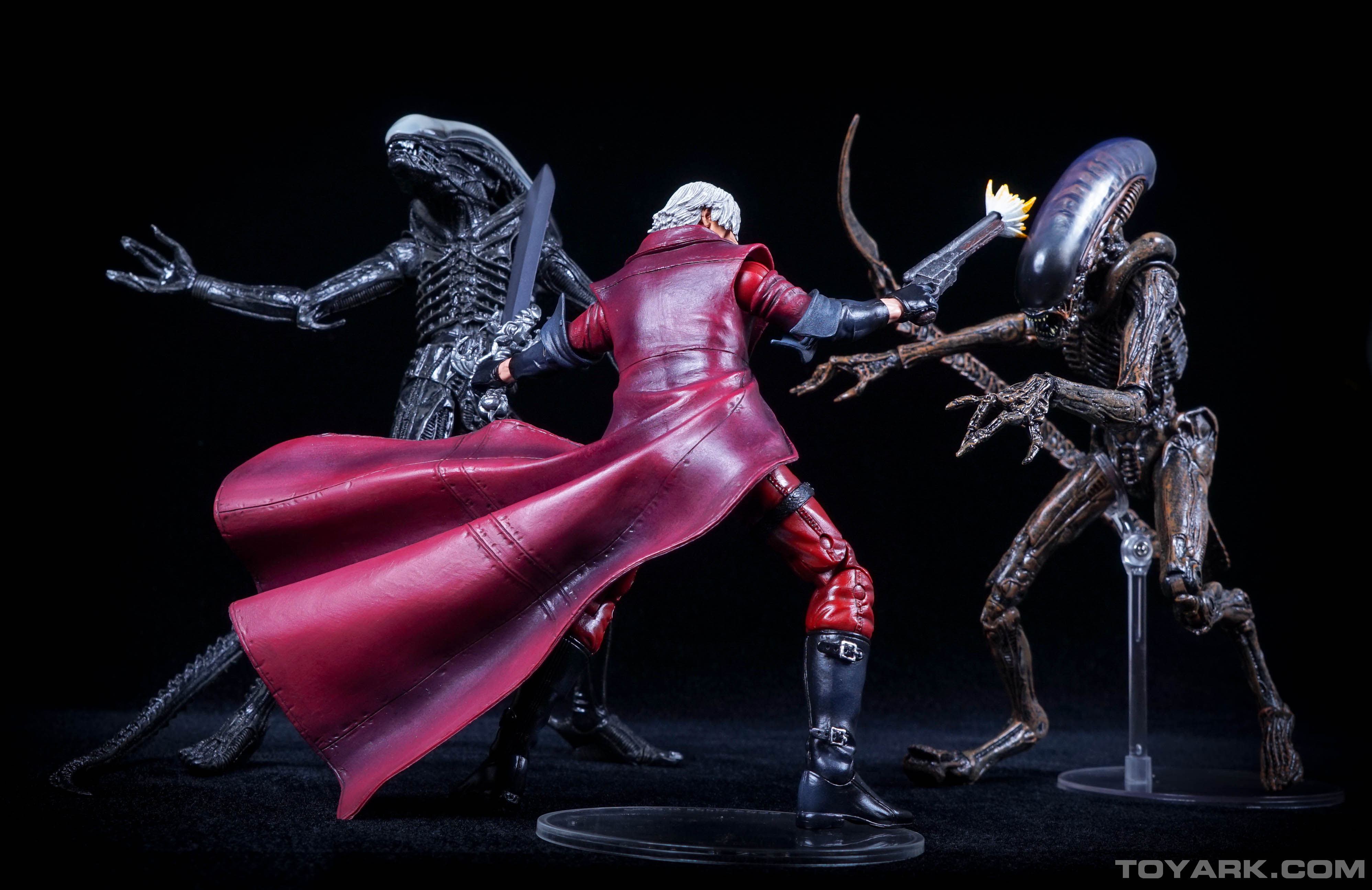 http://news.toyark.com/wp-content/uploads/sites/4/2015/06/NECA-Devil-May-Cry-Dante-047.jpg