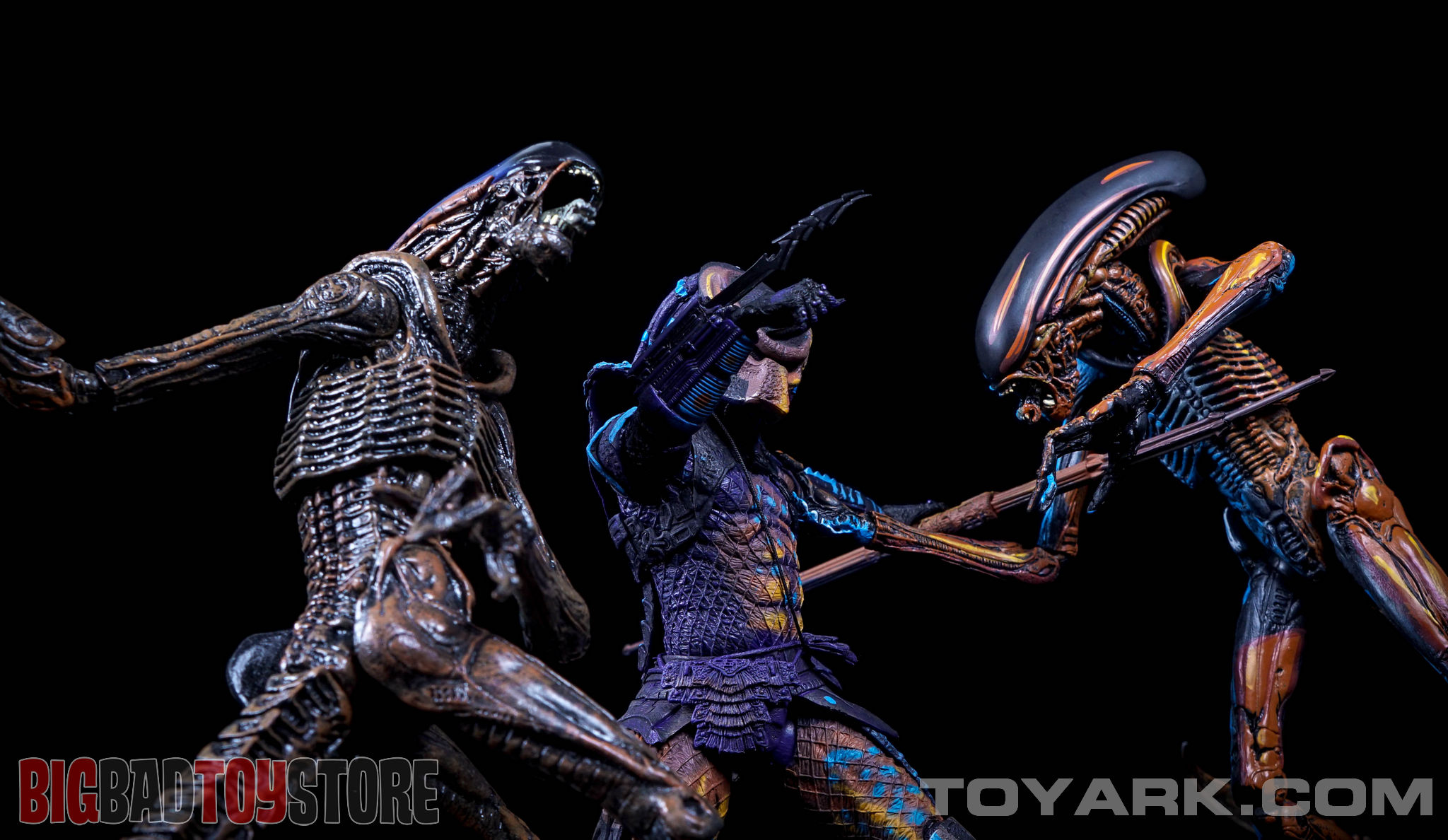 http://news.toyark.com/wp-content/uploads/sites/4/2015/06/NECA-NES-Dog-Alien-052.jpg