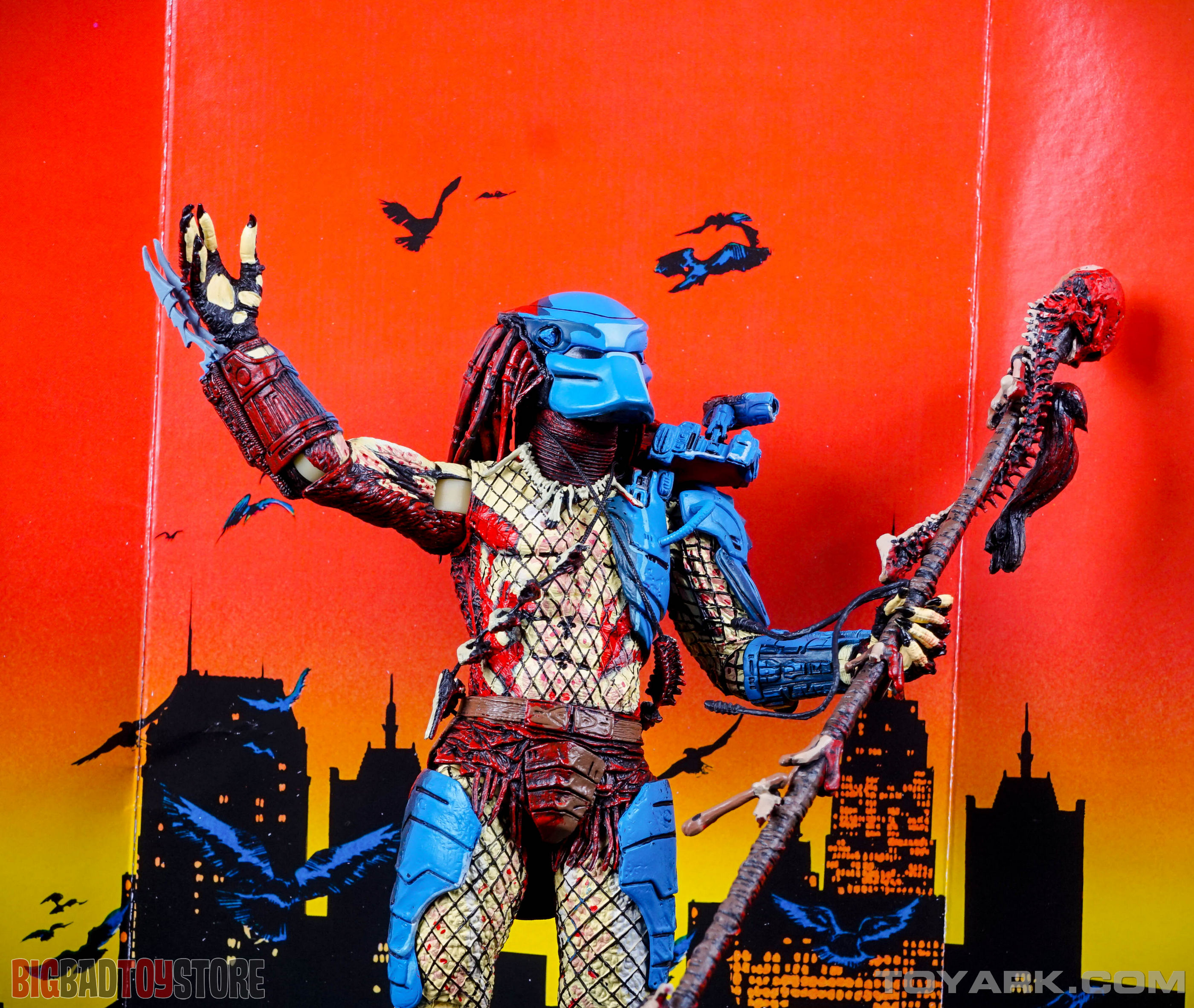 http://news.toyark.com/wp-content/uploads/sites/4/2015/07/NECA-Dark-Horse-Predator-012.jpg