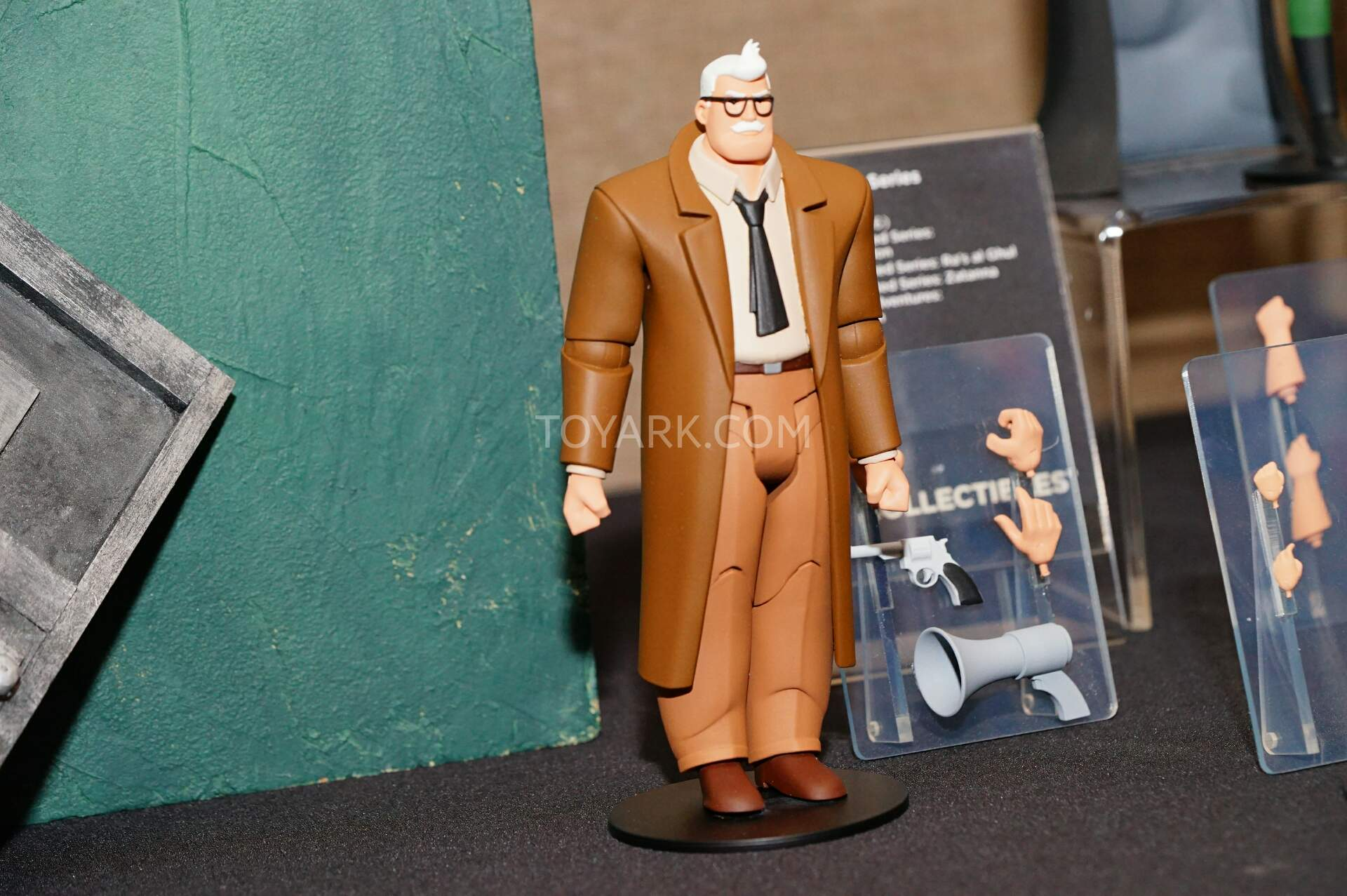 Animated series action figures !! - Page 5 SDCC2015-DC-Collectibles-Animated-Batman-008