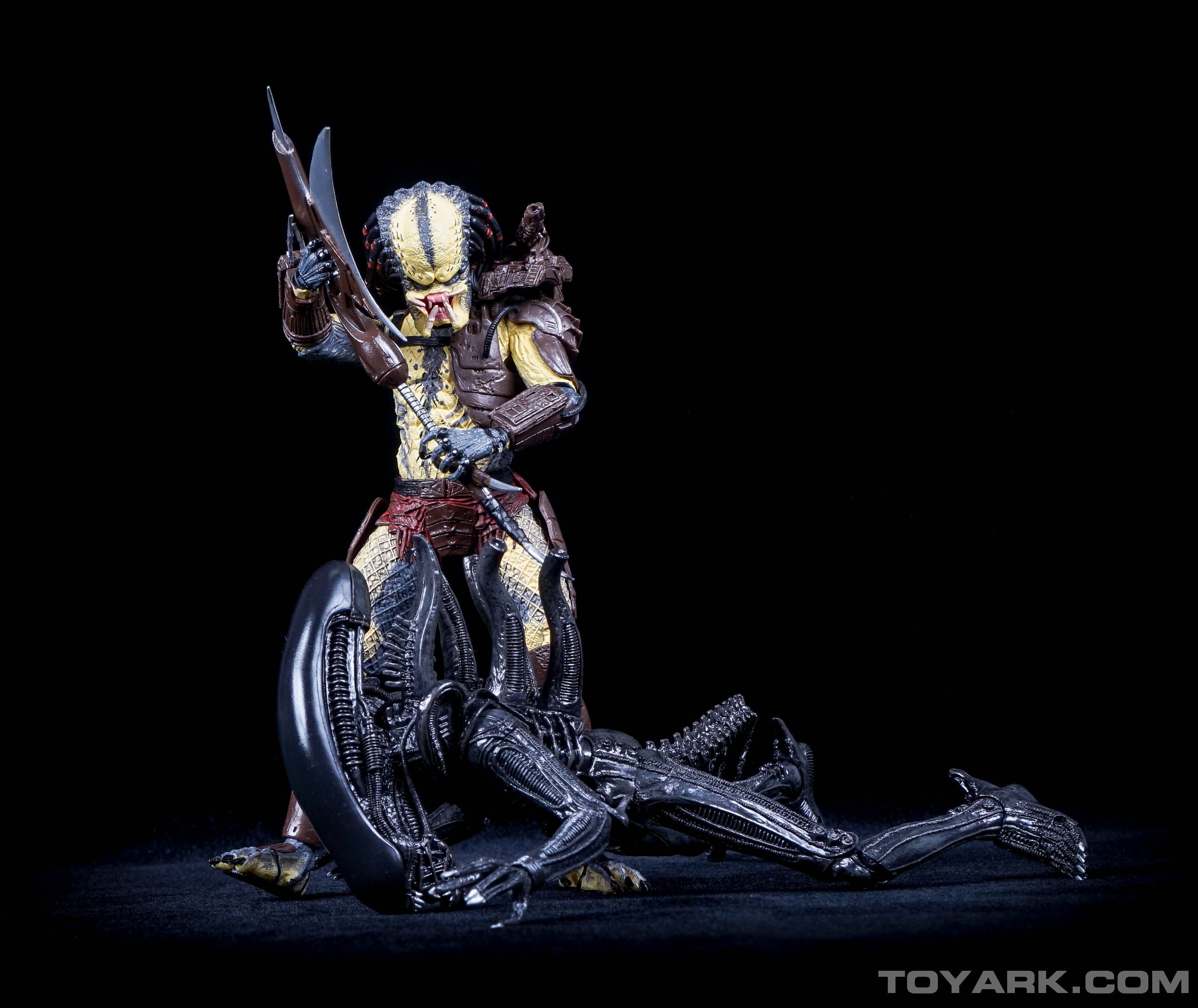 http://news.toyark.com/wp-content/uploads/sites/4/2015/08/TRU-Alien-vs-Predaator-Exclusive-060.jpg