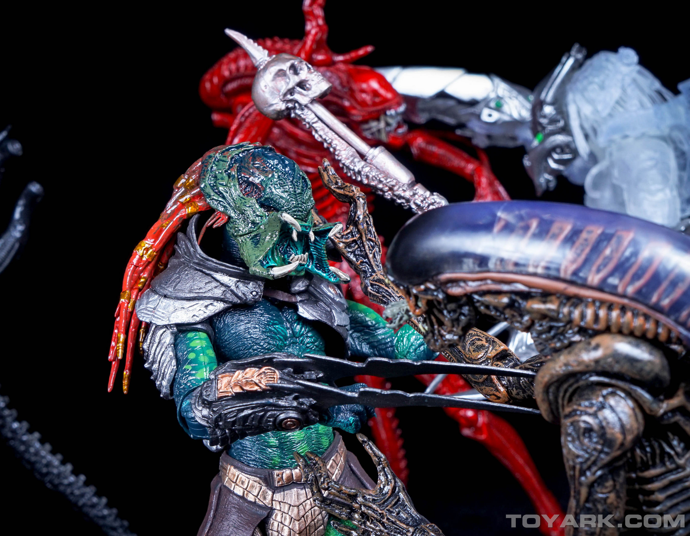 Predator Toys R Us : Toyark first look alien vs predator toys r us exclusive