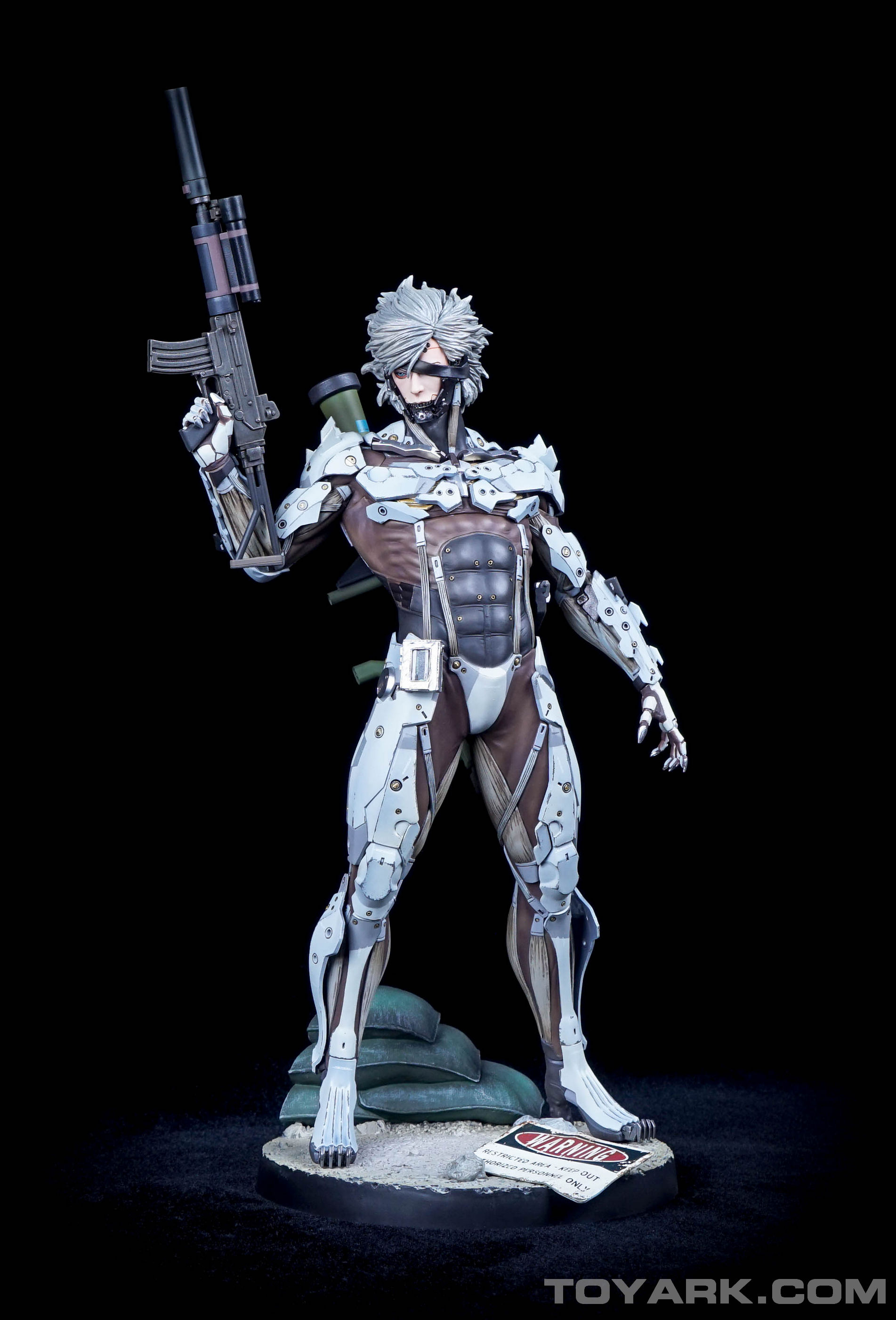 http://news.toyark.com/wp-content/uploads/sites/4/2015/09/MGSV-Raiden-White-Armor-Statue-010.jpg