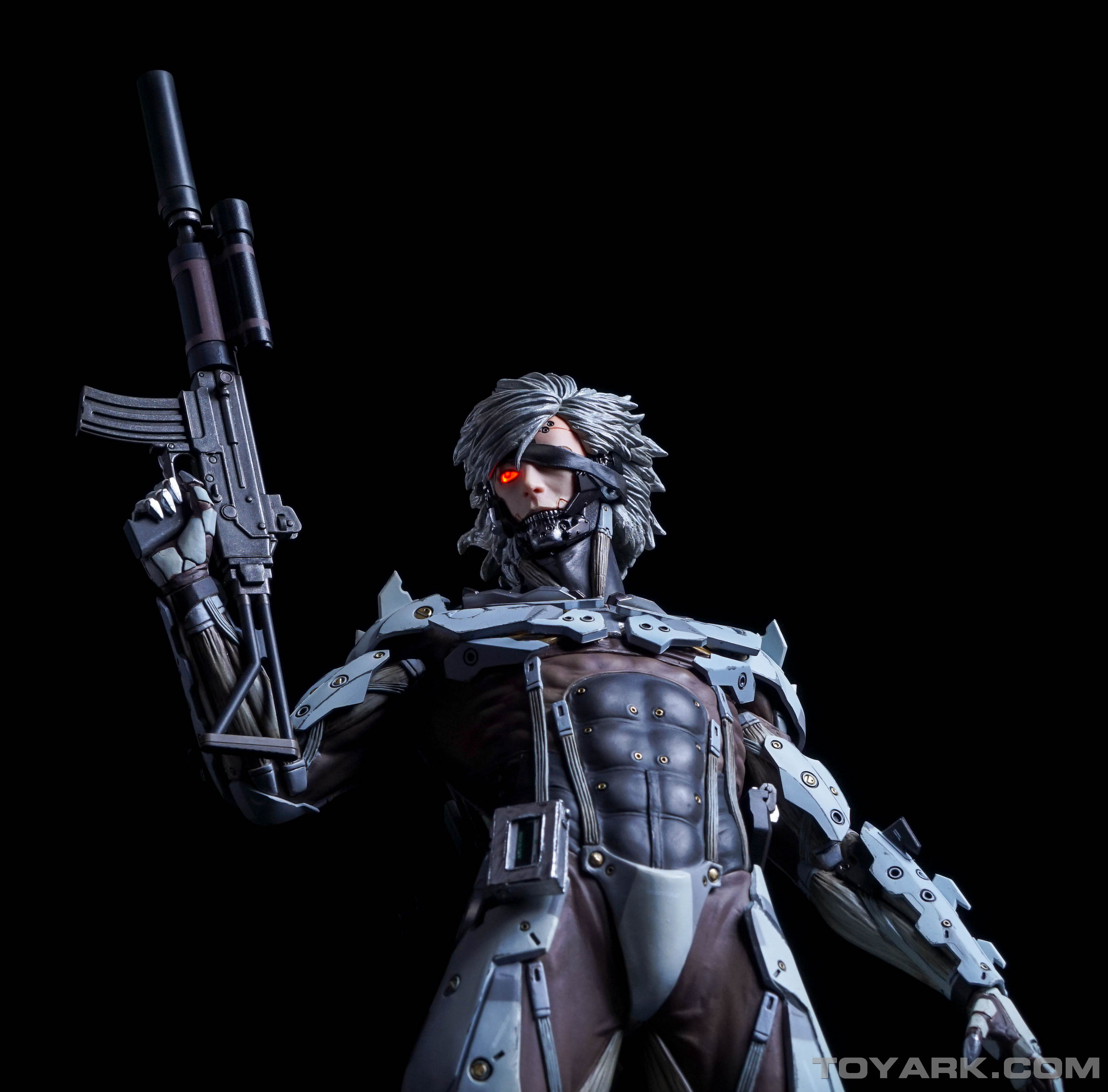 http://news.toyark.com/wp-content/uploads/sites/4/2015/09/MGSV-Raiden-White-Armor-Statue-032.jpg