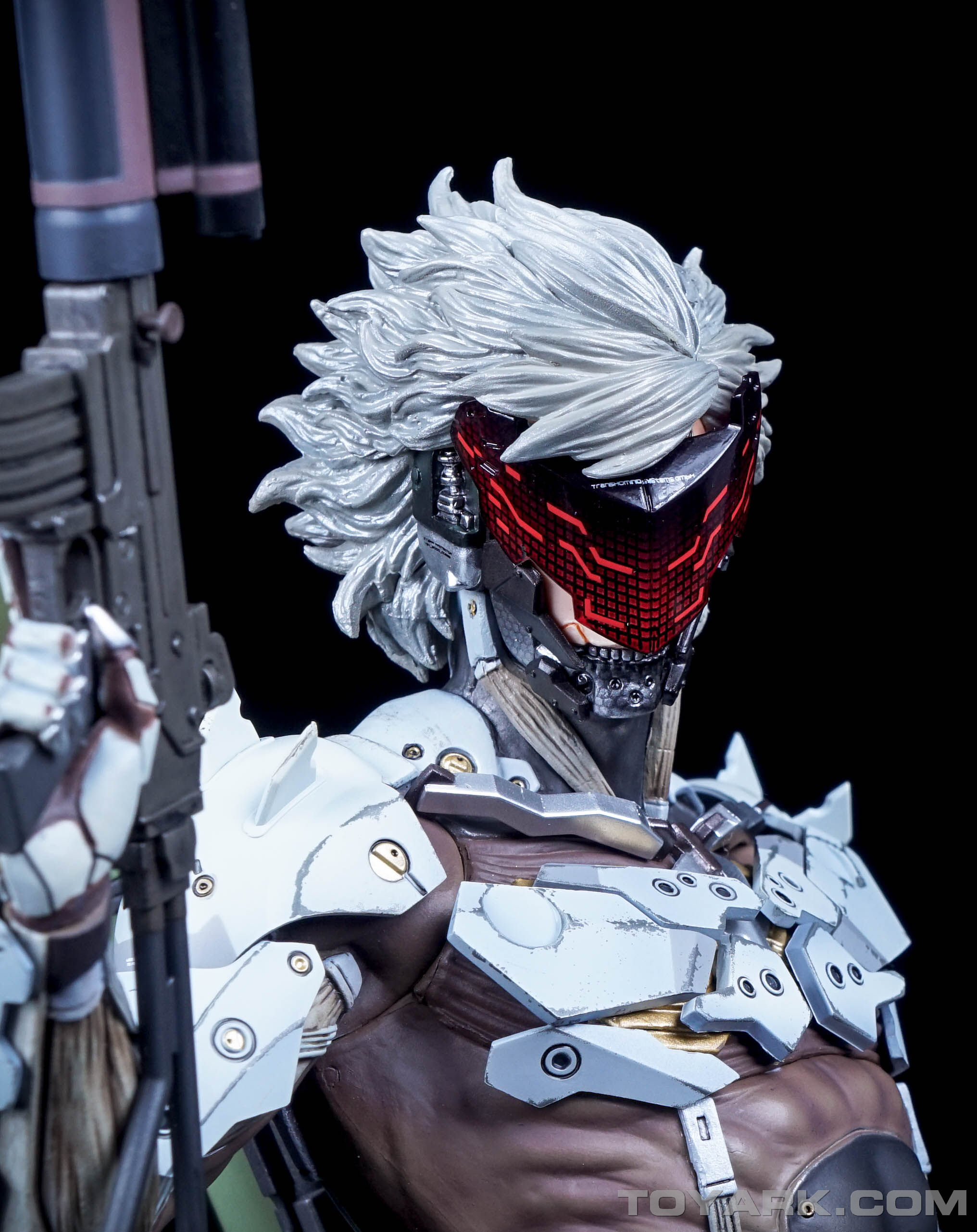 http://news.toyark.com/wp-content/uploads/sites/4/2015/09/MGSV-Raiden-White-Armor-Statue-034.jpg