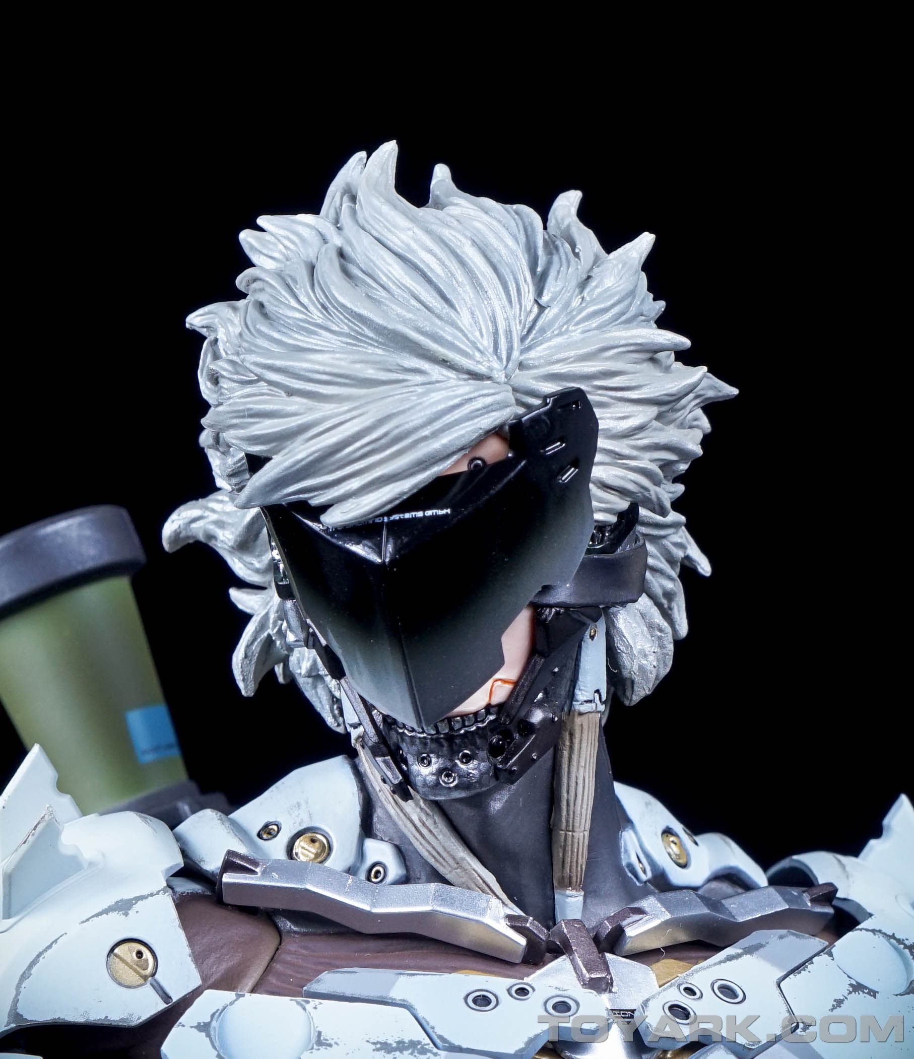 http://news.toyark.com/wp-content/uploads/sites/4/2015/09/MGSV-Raiden-White-Armor-Statue-040.jpg