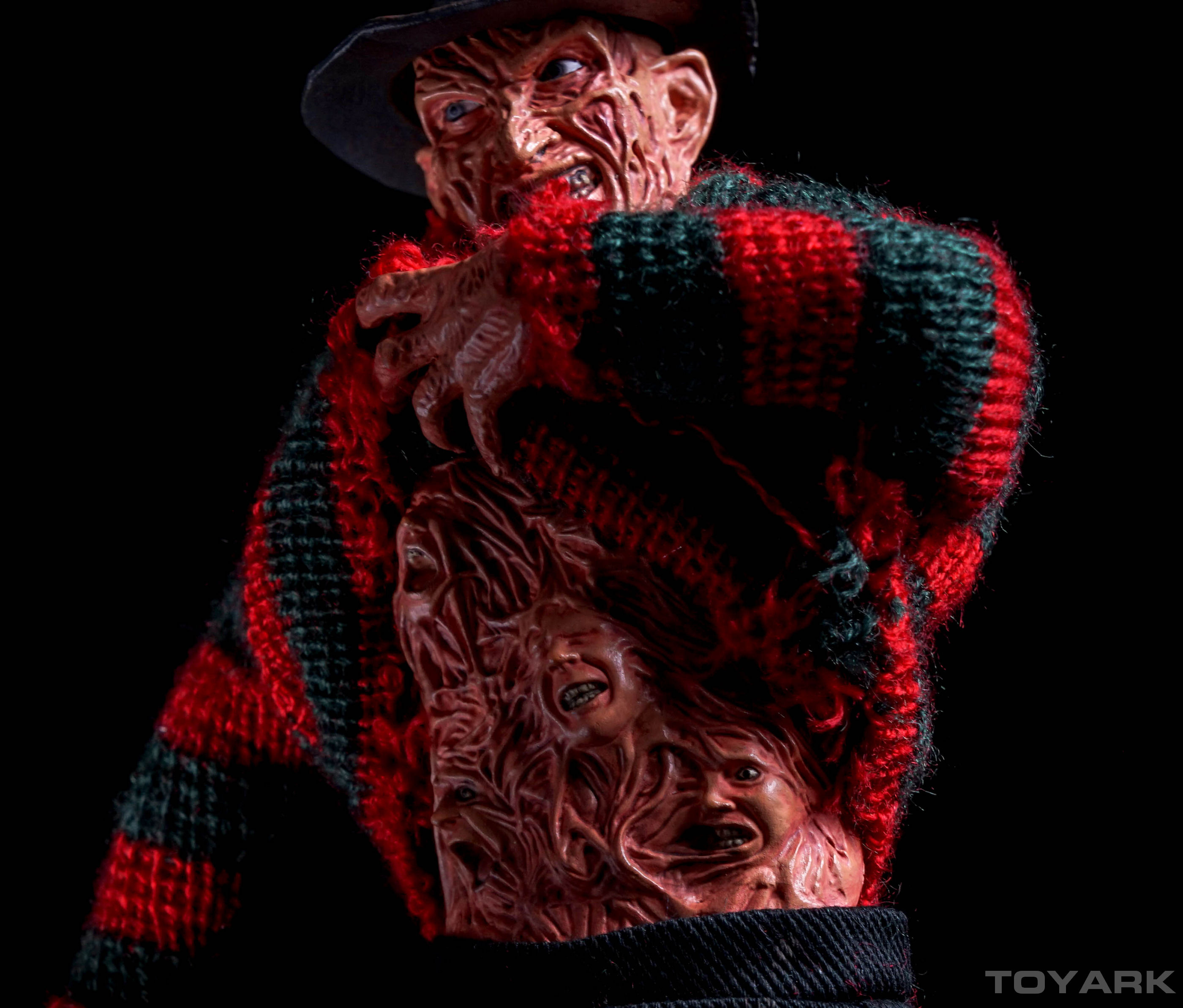 http://news.toyark.com/wp-content/uploads/sites/4/2015/10/NECA-Dream-Warriors-Retro-Freddy-032.jpg