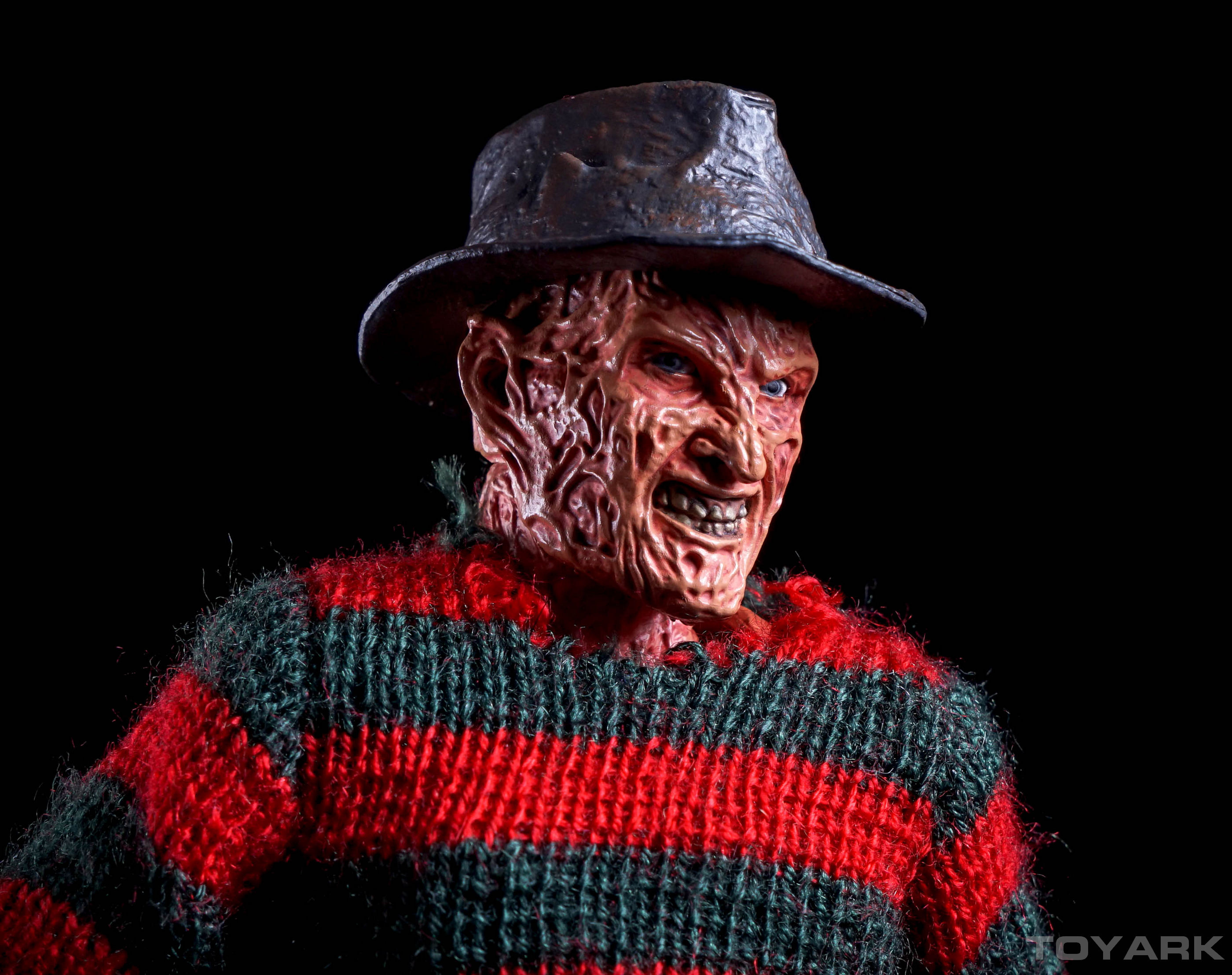 http://news.toyark.com/wp-content/uploads/sites/4/2015/10/NECA-Dream-Warriors-Retro-Freddy-038.jpg