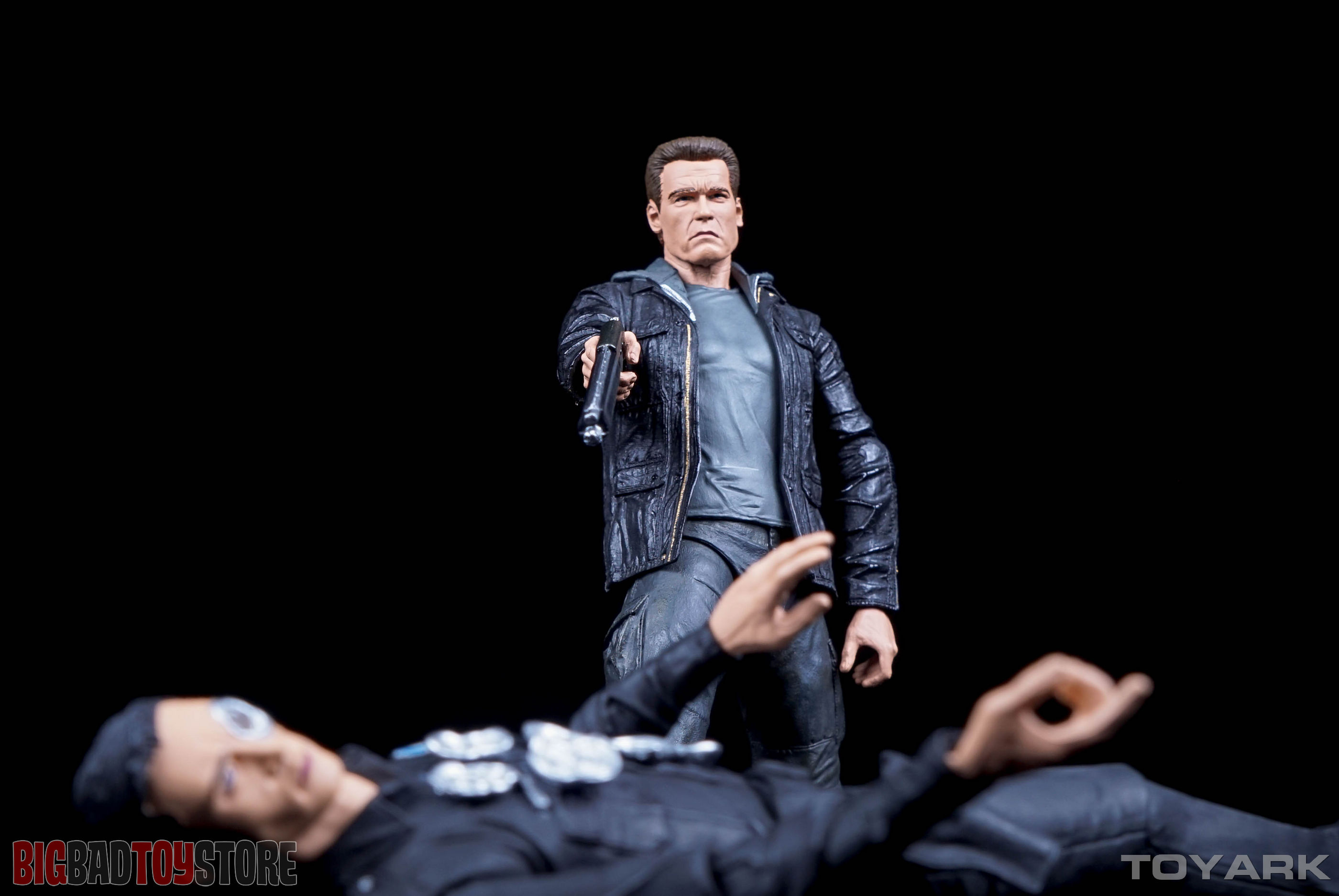 http://news.toyark.com/wp-content/uploads/sites/4/2015/10/NECA-Guardian-T800-Terminator-Genisys-042.jpg