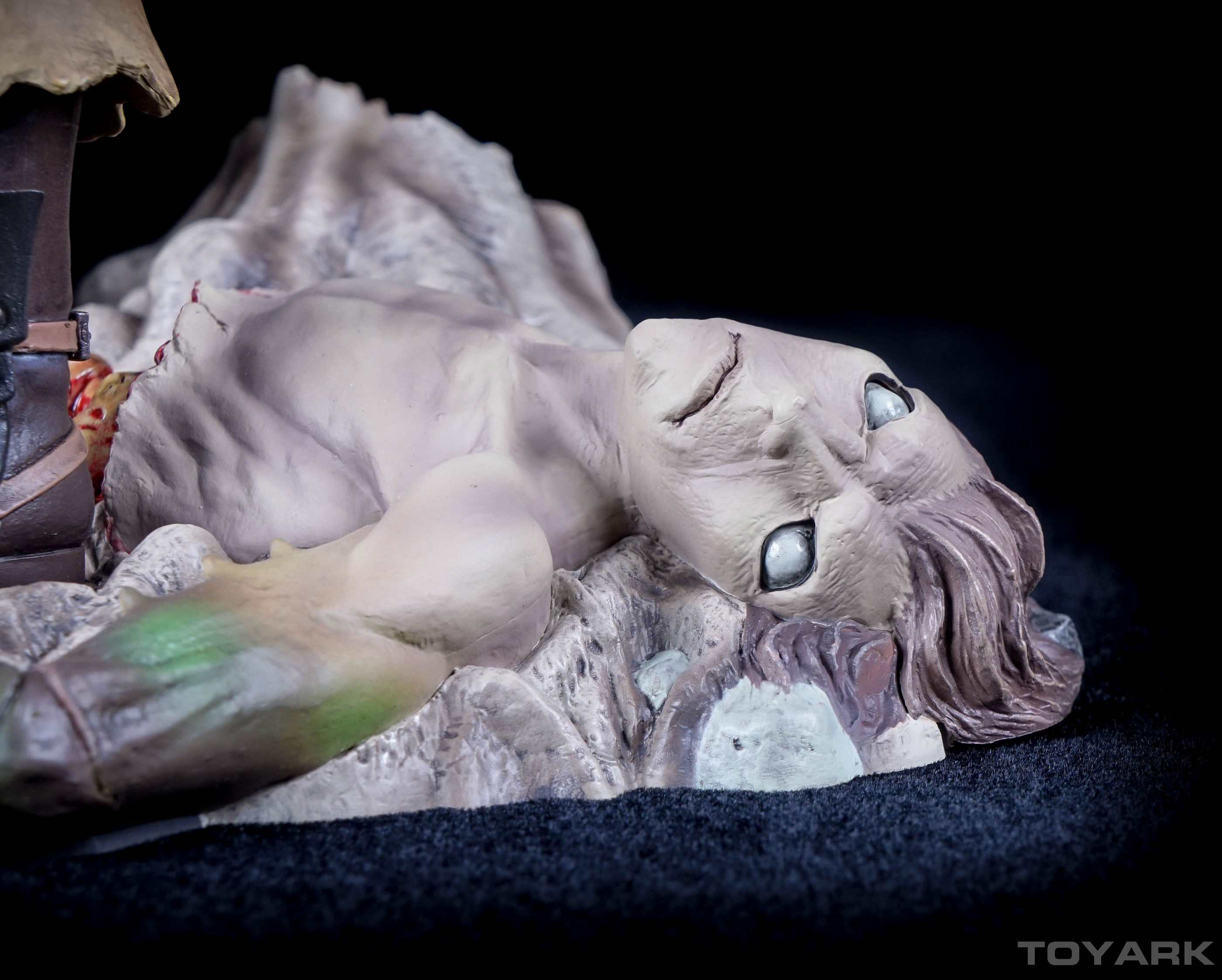 http://news.toyark.com/wp-content/uploads/sites/4/2015/11/Berserk-Guts-Statue-035.jpg